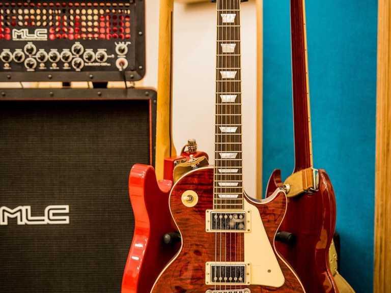 Guitar-collection-guitar-coll.xxoh77b5b1a13b227e8d8b07de6caebab30doe5CE1057F.jpeg