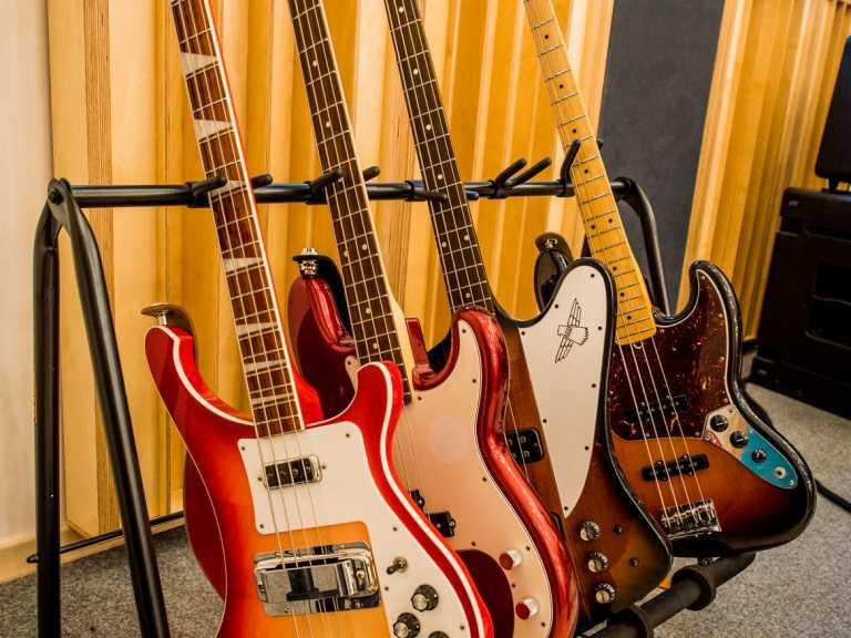 Skromny-zbiór-gitar-w-Stacja-Muzyka-To.xxoh36f9e6ded4346befbdd780494a66180aoe5DC372D8.jpeg